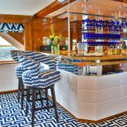 Octopussy - Main salon bar