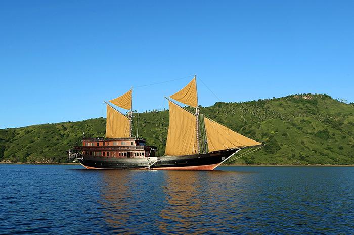 Yacht Alila Purnama