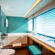 Aquijo master bathroom