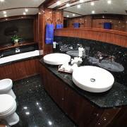 Barracuda Red Sea twin bathroom