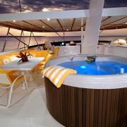 Ocean Pearl - Flybridge Jacuzzi