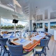 Starship bridge deck dining