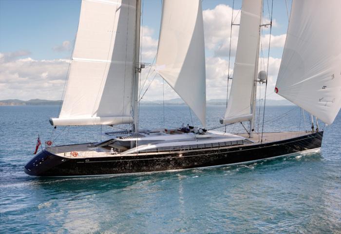 Yacht Vertigo sailing